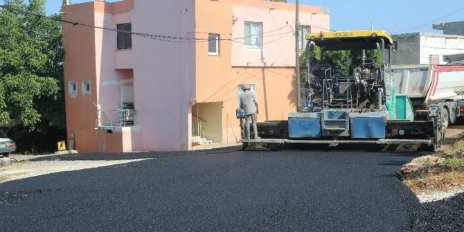 Erdemli Belediyesi'nden Koyuncu Mahallesi'ne sıcak asfalt