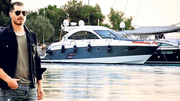 Çağatay Ulusoy'un Duygu Sarışın ile tatil yaptığı teknesinde başka kadın!