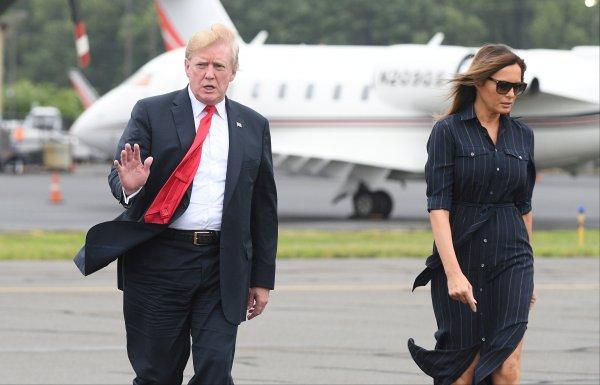 Donald Trump'a bir darbe de eşinden! 'Boşanmak için gün sayıyor''