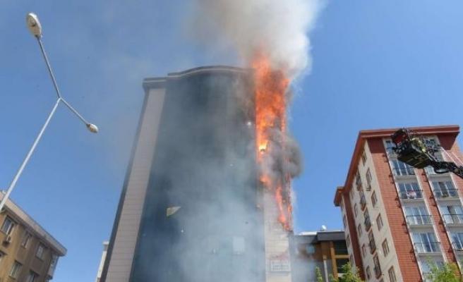 Ataşehir'de bir plazada yangın çıktı
