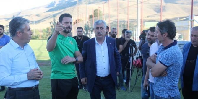 Başkan Polat, Evkur Yeni Malatyaspor'un idmanını ziyaret etti