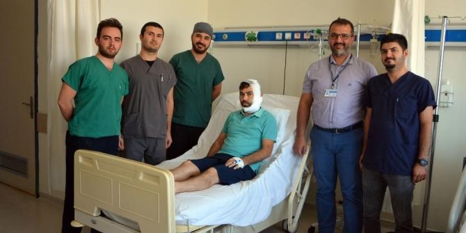 Silahla yüzünden yaralanan hastaya kalça kemiğinden çene yapıldı