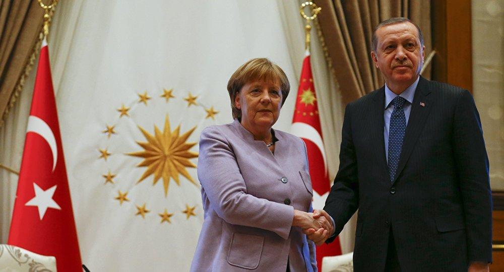 Erdoğan ile Merkel görüştü!