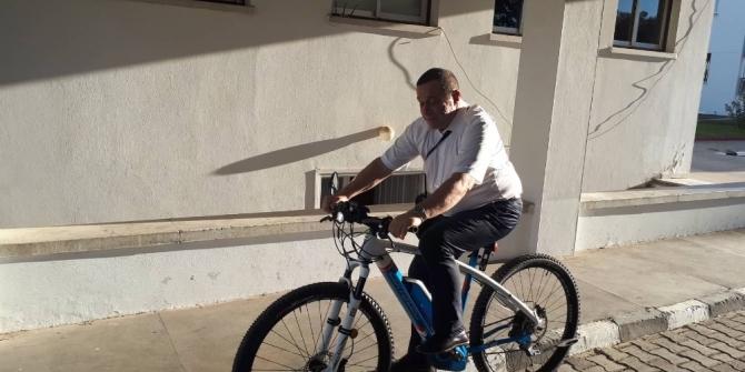 KKTC Maliye Bakanı Denktaş'tan krize karşı 23 bin TL'lik bisikletle mesaj