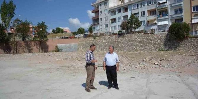 Kaymakam Çalık, Anadolu Lisesi inşaat alanını inceledi