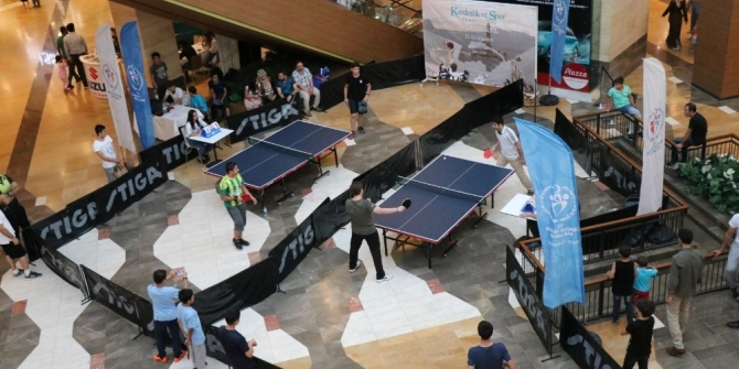 Şanlıurfa Piazza, masa tenisi turnuvasına ev sahipliği yaptı
