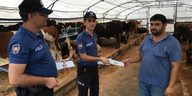 Çorlu polisi kurban pazarında broşür dağıtarak uyarıda bulundu