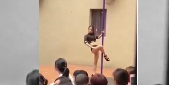 Çin'de anaokulu açılışında direk dansı skandalı!
