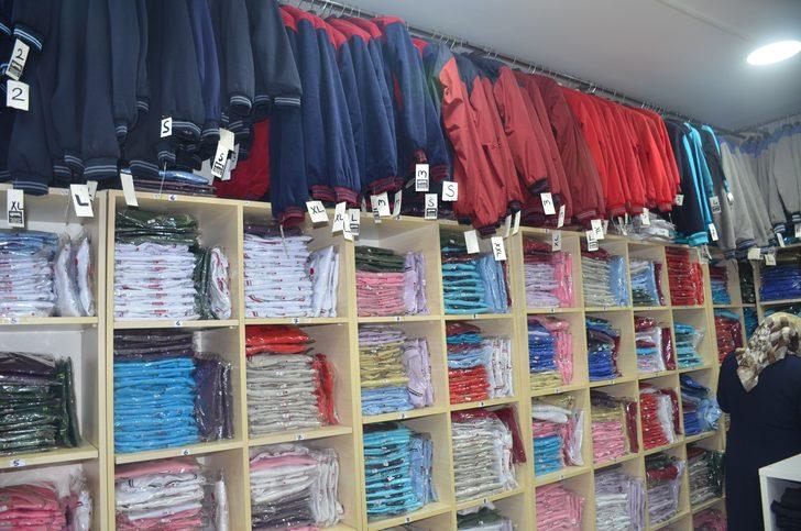 Velilere kötü haber: Okul kıyafetlerine ve kırtasiye malzemelerine zam!