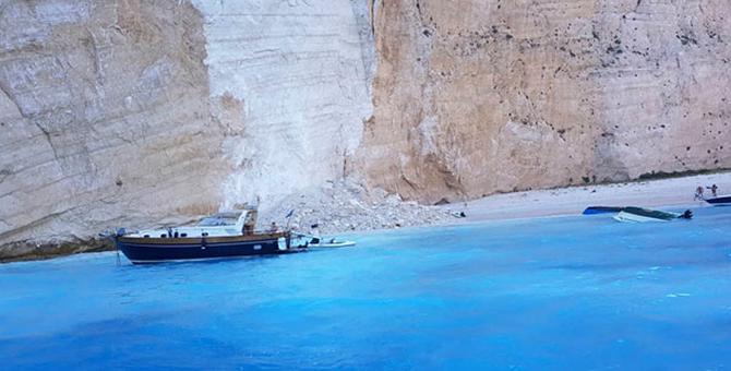 Yunanistan'ın popüler plajı Navagio çöktü!