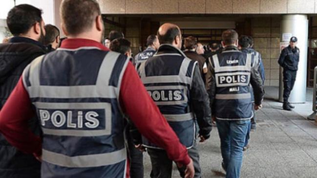 İzmir'de FETÖ operasyonu: 13 gözaltı kararı