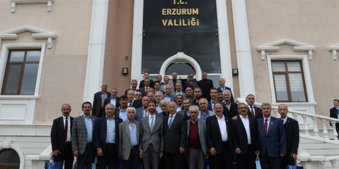 """Vali Azizoğlu: """"Muhtarlar devlet ile vatandaş arasındaki bağdır"""""""