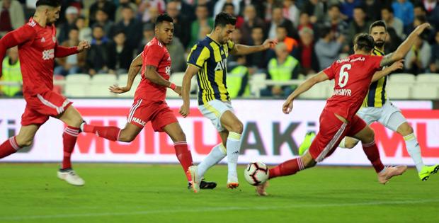 Sivasspor-Fenerbahçe maçı golsüz bitti
