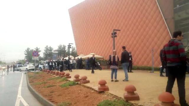 Gaziantep'te firar eden asker AVM'de mağazadakileri rehin aldı