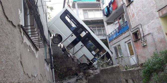 GÜNCELLEME - Kocaeli'de minibüs devrildi: 20 yaralı
