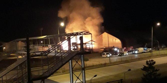 Sivas'ta ahşap restoran yandı