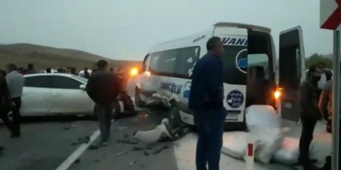 Van-Hakkari  Karayolu'nda kaza: 19 yaralı