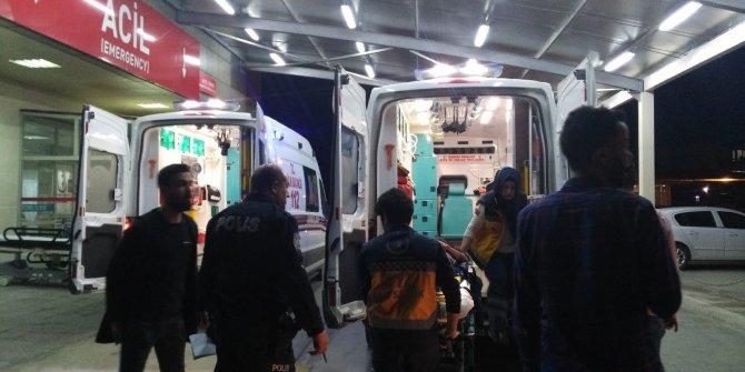 Otomobil, yaya ve direğe çarptı: 2 yaralı