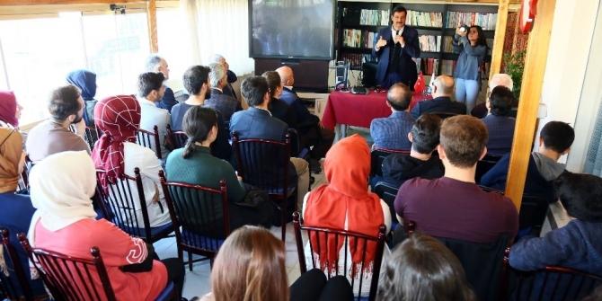 Başkan Ak, siyasi deneyimlerini üniversite öğrencileriyle paylaştı