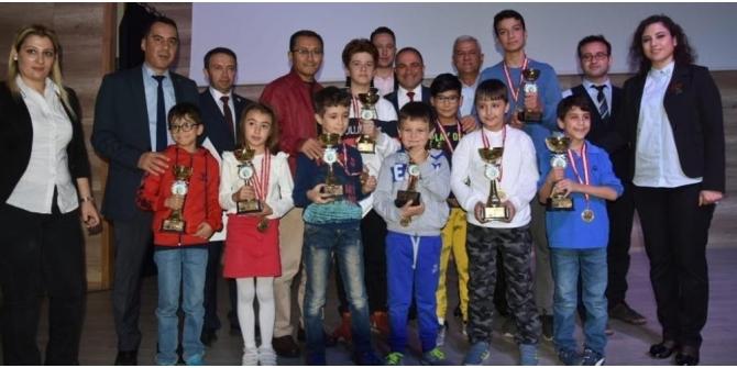 Alaşehir'de satranç şampiyonlarına ödül