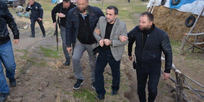4 kişinin cinayet hükümlüsü, evdeki kuyuda yakalandı