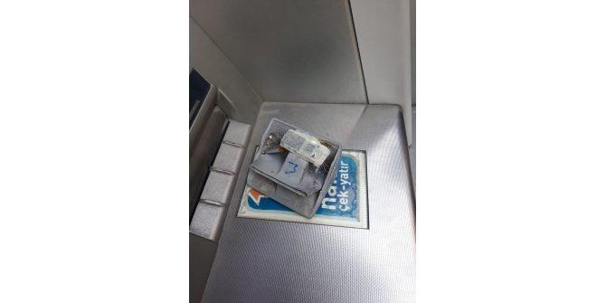 Kadın müşteri şüphelendi, ATM'deki düzenek bulundu