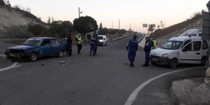 Bilecik'te otomobil ile motosiklet çarpıştı: 1 yaralı