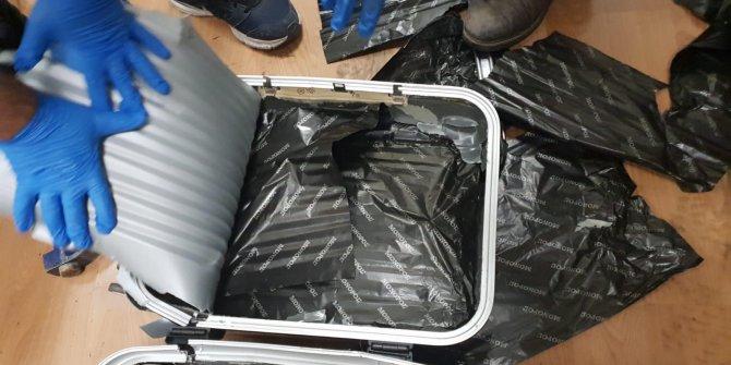 Kargo şirketindeki valizde 6 kilo 595 gram afyon sakızı çıktı