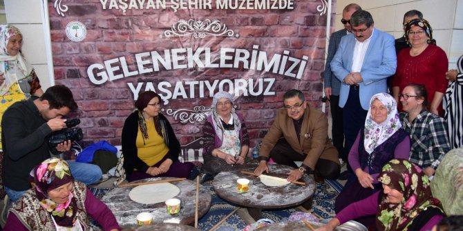 AK Partili Yağcı, kadınlarla birlikte yufka açtı