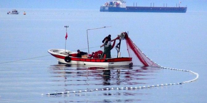 Körfez'e ağ attı, 30 dakikada 50 kilo balık yakaladı