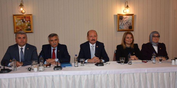 AK Partili Çelik: Türkiye, Kurtuluş Savaşı ile kölelikten kurtuldu ama efendiliğe de geçemedi