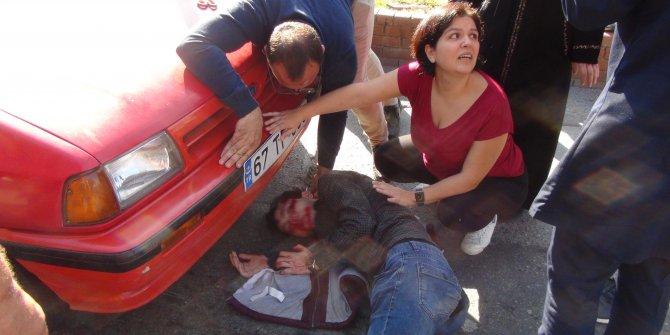 Yol verme kavgasında yere düştü, arkadaki otomobilin altında kalarak yaralandı