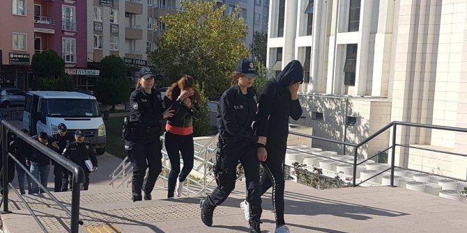 Edremit'te hırsızlık şüphelileri ve havaya ateş açan zanlılara gözaltı