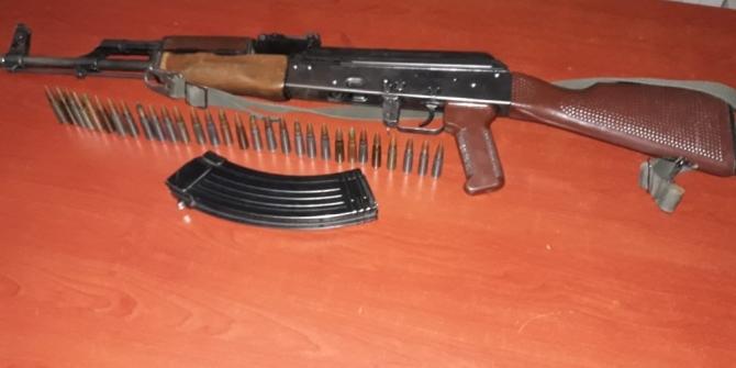 Köy korucusundan çaldığı silahla yakayı ele verdi