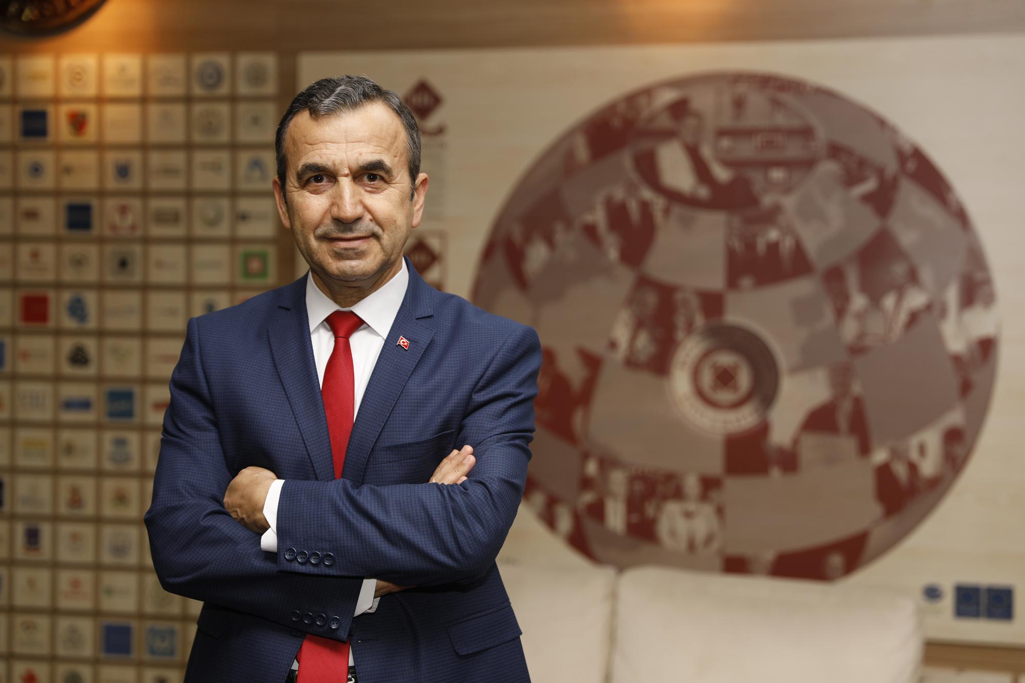 """Dr. Naim Babuüroğlu: """"Yeni sistem TSK'nın profesyonelleşmesi için iyi bir aşama"""""""