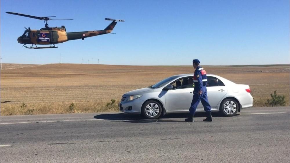 Jandarmanın havadan helikopterle trafik denetimleri sürüyor