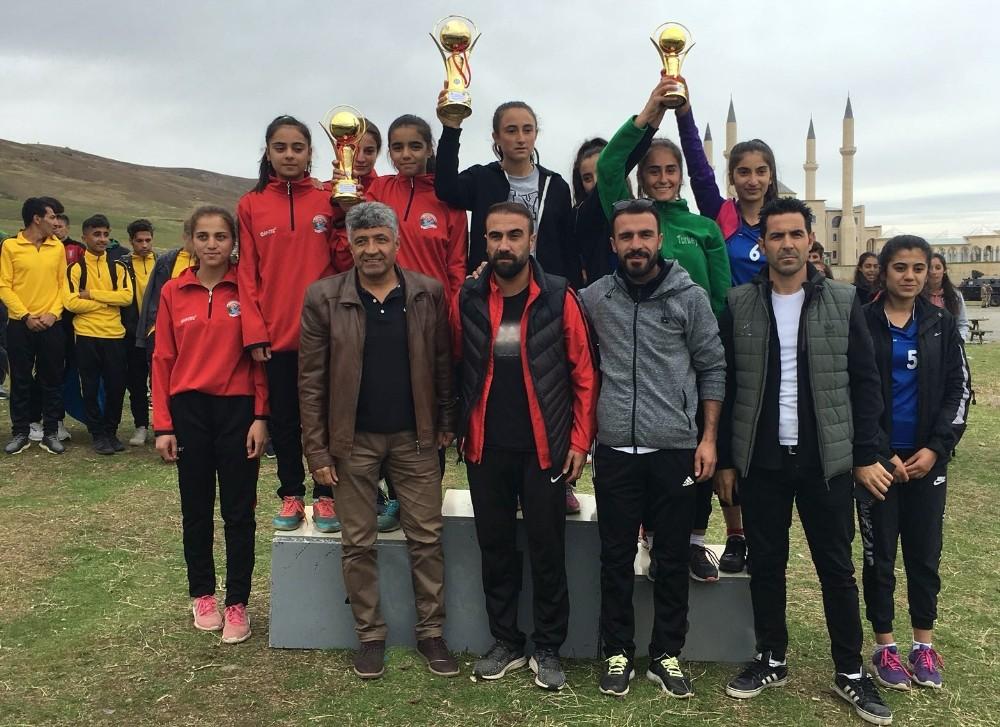 Bölgesel Kros Liginde mücadele eden Van Büyükşehir Belediyespor Kulübünden büyük başarı