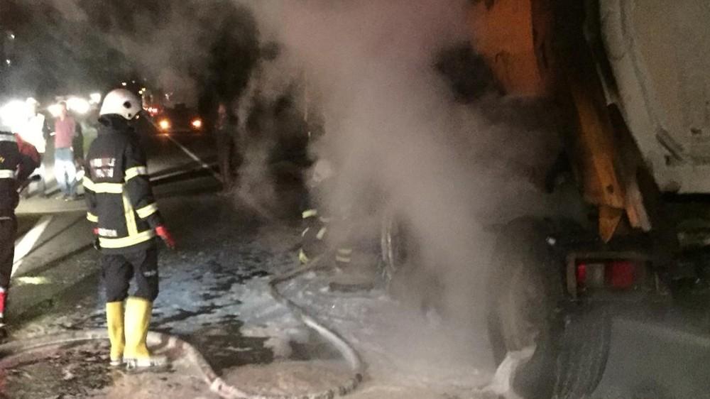 Kırıkkale'de Seyir halindeki tırın lastikleri yandı