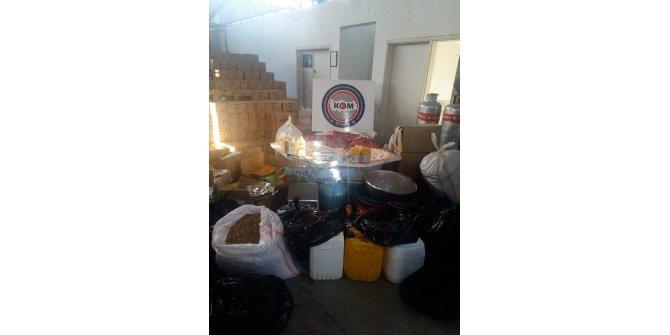Mersin'de, kaçak nargile tütün imalathanesine baskın