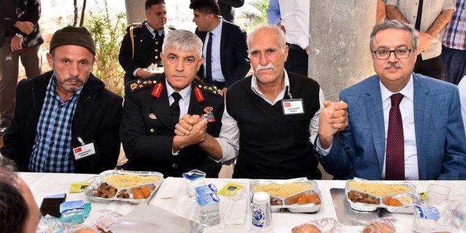 Orgeneral Arif Çetin, şehitlerin ailelerini ziyaret etti