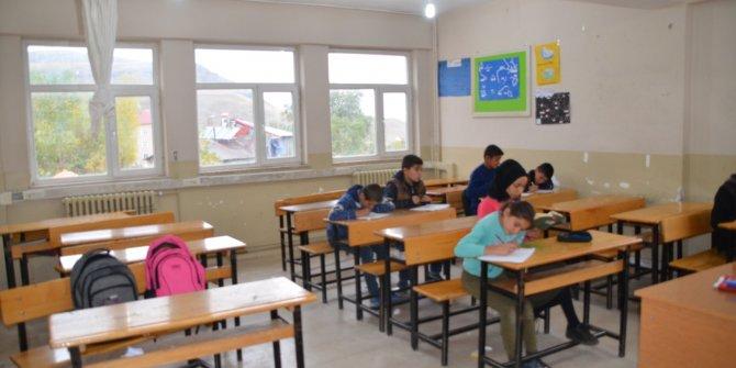 Veliler, 28 öğrencide Hepatit A virüsü çıkan okula çocuklarını göndermiyor