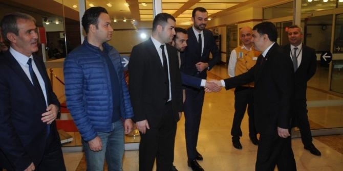 Valisi Vasip Şahin yeni görev yeri Ankara'ya gitti