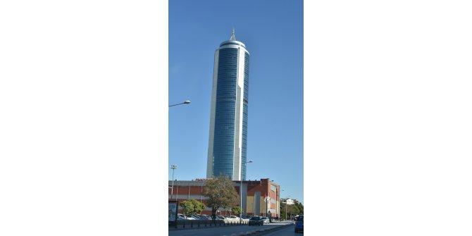 42'nci kattan atlayıp, AVM'nin çatısına düşen gencin, yaşam mücadelesi devam ediyor