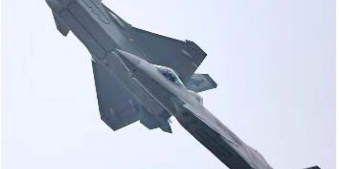 Çin, yeni savaş uçaklarıyla gövde gösterisi yaptı
