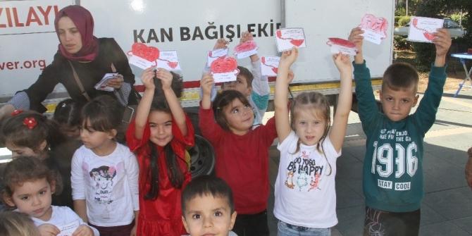 Minik yüreklerden Kızılay'a destek