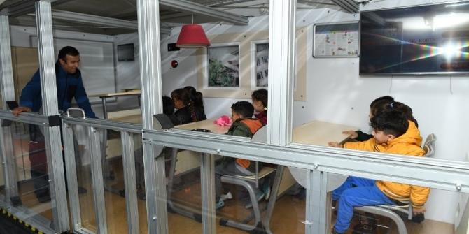 Yeşilyurt'taki öğrencilere deprem eğitimi verildi