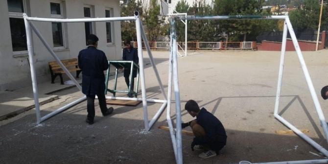 Meslek Lisesi öğrencilerinden köy okullarına destek