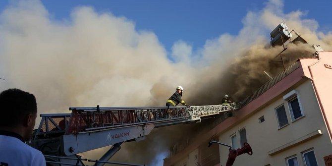 Çatı katında yangın; 11 yaşındaki çocuk hastaneye kaldırıldı