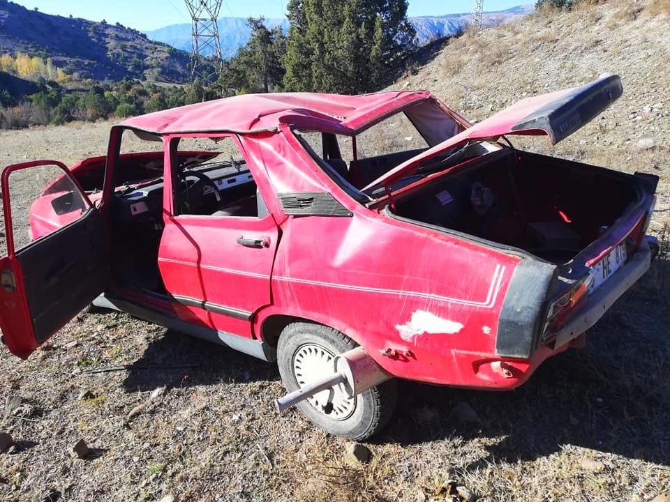 Ç'orum'un Osmancık ilçesinde Lastiği patlayan otomobil takla attı: 2 yaralı