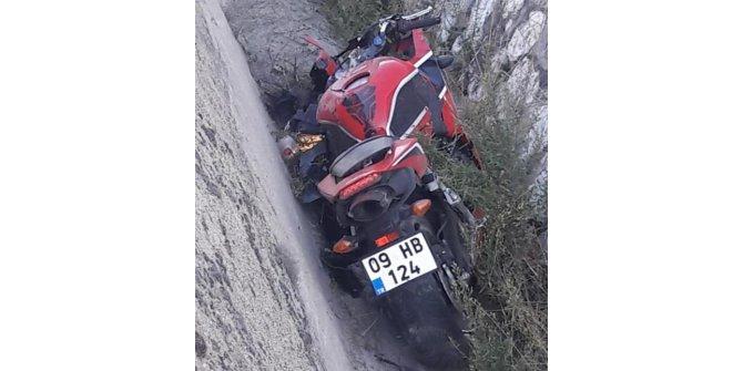 Motosikletiyle kaza yapan öğretmen öldü